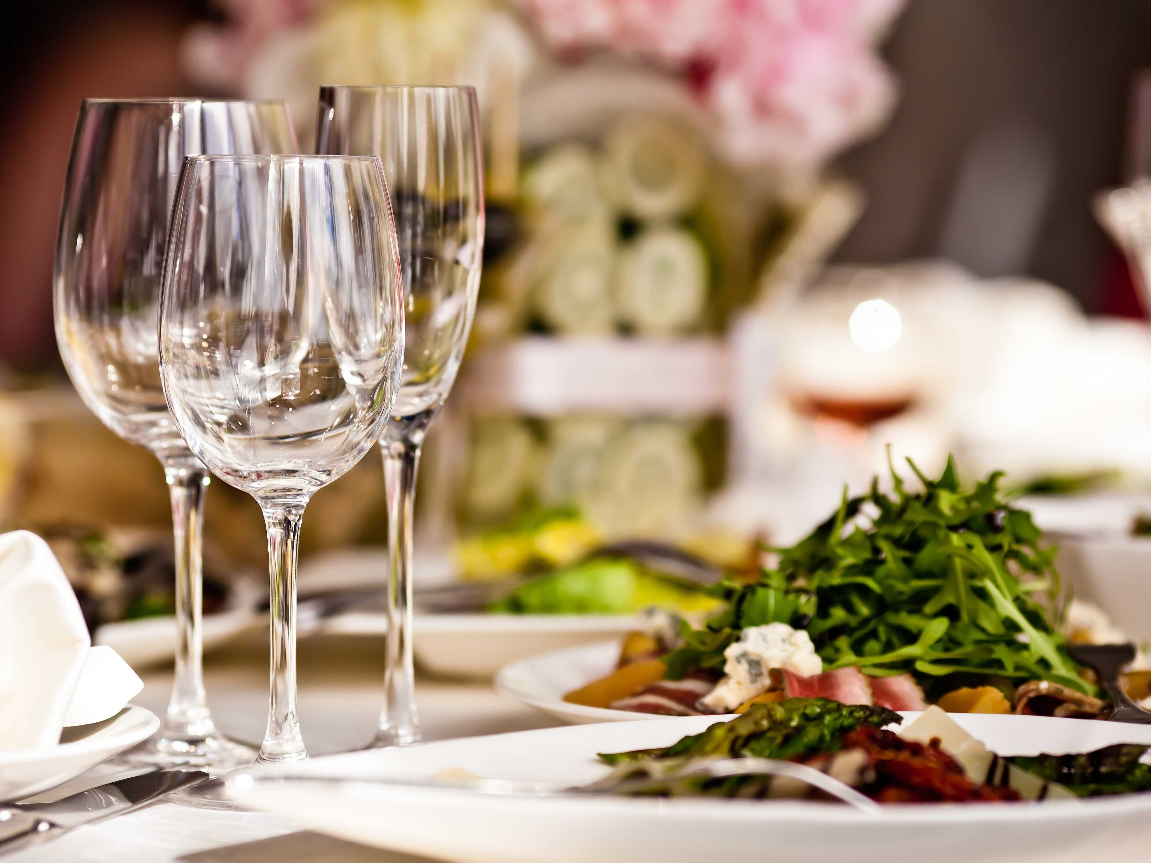 15 Etiquette Rules For Dining At Fancy